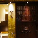 お仕事中のランチタイムや会社帰り、また奈良観光などレジャーシーンにもお立ち寄りいただきやすい、便利な場所にございます