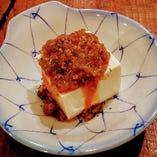 """今夏は、シビレ系料理がきてます♪ 当店の人気メニュー""""冷やしマーボ豆腐""""のタレにシビレ(山椒)を効かせて刺激的にしました(^^ゞ"""