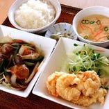 【B定食】 肉団子甘酢、小海老の天ぷら、ごはん、スープ
