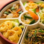 【ファミリーセット】 人気の中華6品を、くるくる回せるオードブル皿で♪