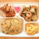 【焼きめし弁当】 焼きめし、鶏唐揚げ、小海老の天ぷら