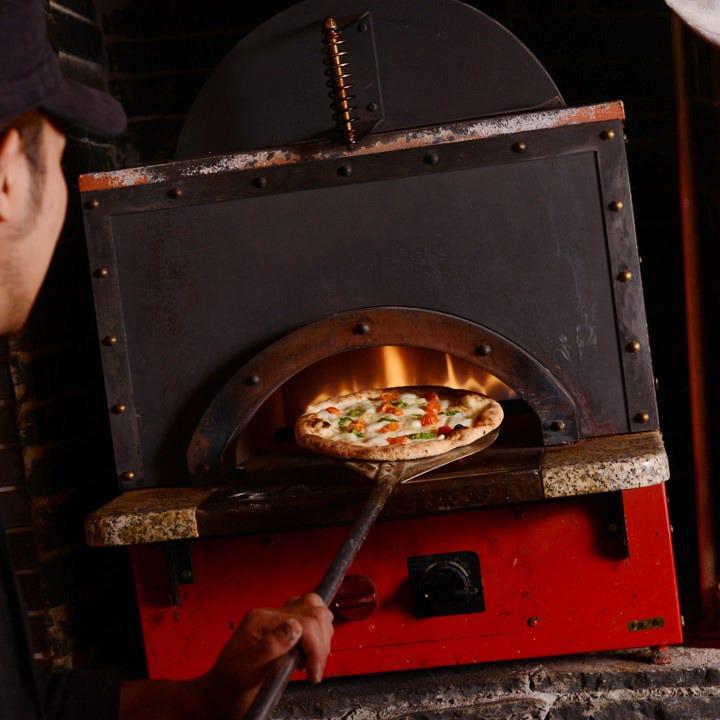 高温で焼き上げる石窯ピッツァ