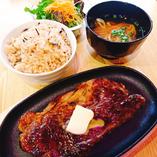 沖縄では、〆にステーキを食べるんです!!