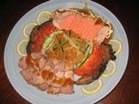 前菜五種の盛り合わせ。鶏のテリーヌがおもしろい。