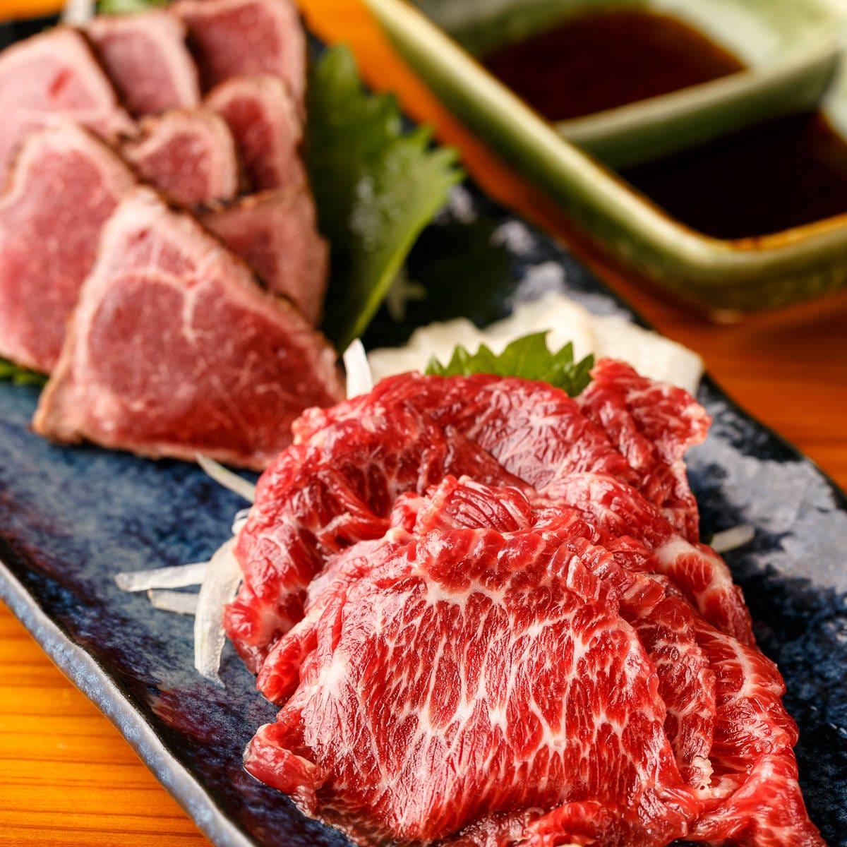 熊本県上益城直送の馬肉は絶品!三種の馬肉を豪快に!