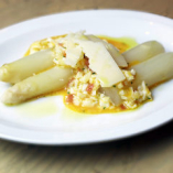「春のおススメ」春を呼ぶホワイトアスパラの卵黄ソース~トリュフの香り