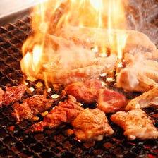 炭火の香ばしさと旨味が凝縮された鶏