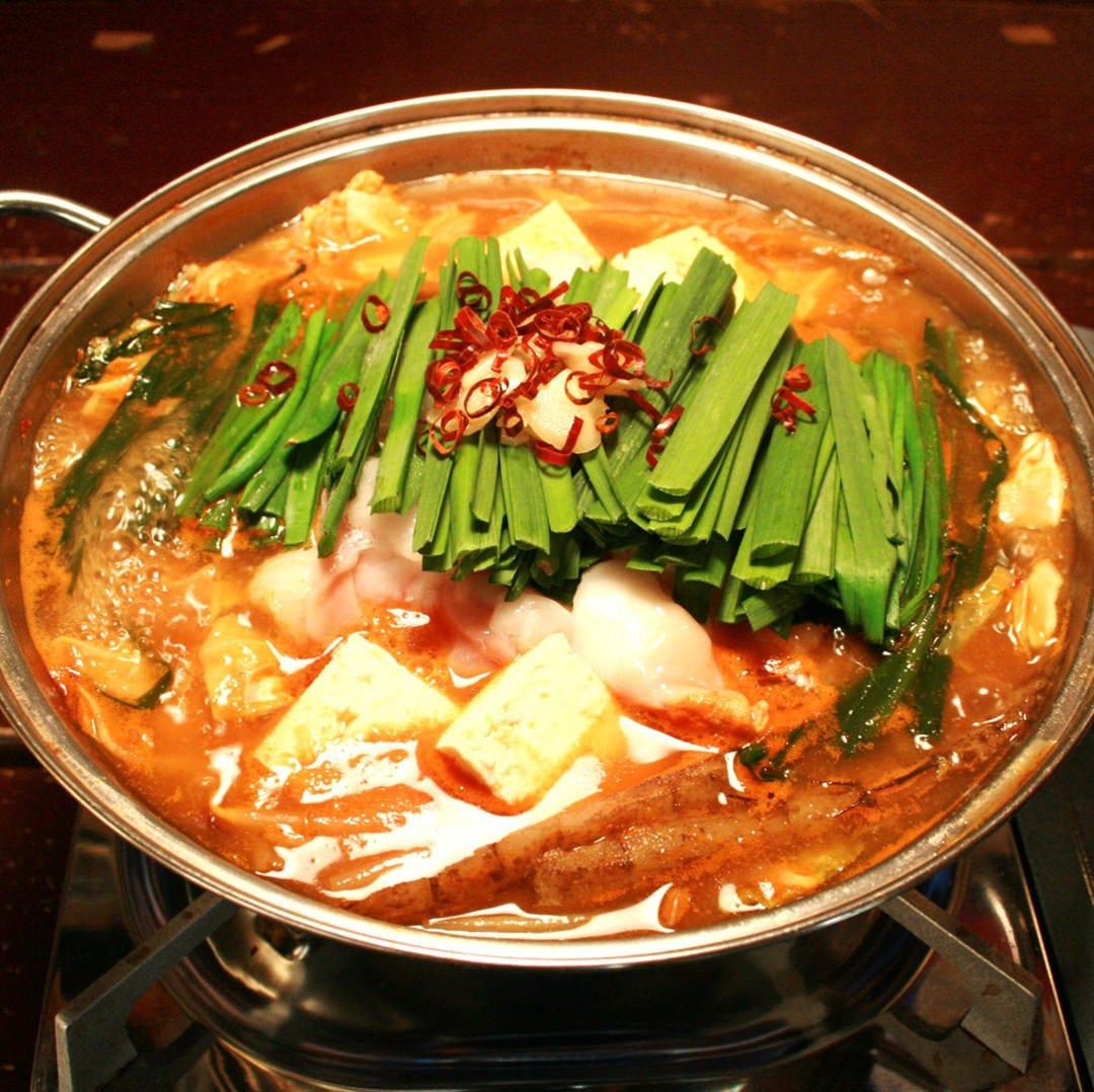 モツ鍋にはモツと野菜がたっぷり。〆にはラーメンがおすすめ!