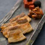 豚バラ肉のカリッと塩焼き
