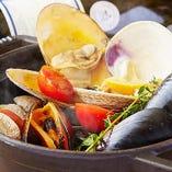 4種の貝の香草白ワイン蒸し