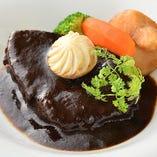 手間を惜しまず作る肉料理はジューシーで柔らかくどれも絶品!