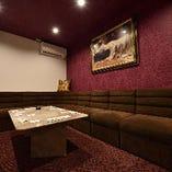少人数様向けの完全個室 2名様からご案内可能です。