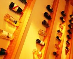 お料理に合う各種ワインを お手頃な価格で揃えております。