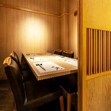 和の落ち着きのある個室空間