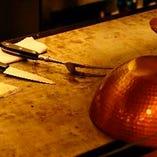 カウンター席ででは目の前で調理風景をお楽しみ頂けます