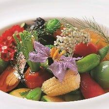 見た目も美しい色とりどりの新鮮食材