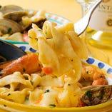 たっぷり魚介の旨味が溶け込んだスープと味わう絶品パスタ料理