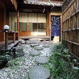 鮮やかで美しい祇園の中にございます。