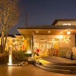 高級宿を思わせる雰囲気の店内は純和風の上質な空間