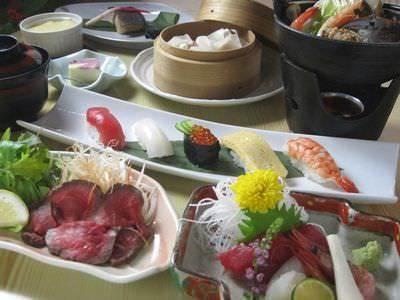 お得な4000円コース 彩りキレイな料理と握りが両方楽しめます