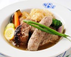 豚肉と自家製ソーセージのシュークルート