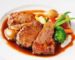 仔牛フィレ肉とフォアグラの重ね焼き