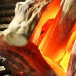 最高級の紀州備長炭で丁寧に炙り、旨みを最大限に引き出します。