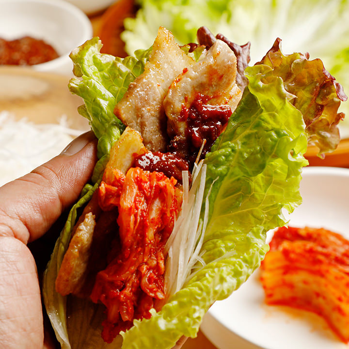 トッピング自由自在の名物韓国料理