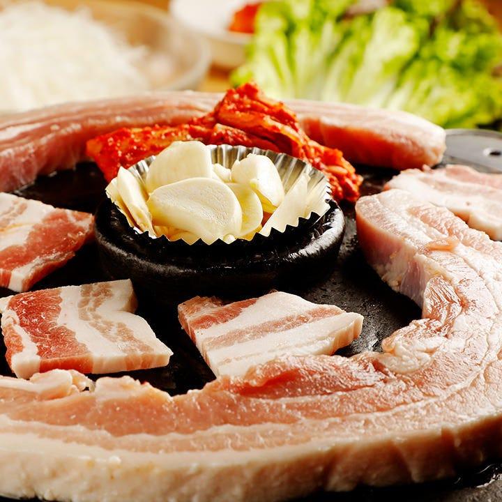 圧倒的人気の宴会コースはサムギョプサル120分食べ放題