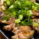 丹波地鶏のせせり炙り焼き。選べる味付けはねぎ塩が人気!