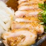 淡路島の自然の中、健やかに育った熟鶏「もものタタキ」