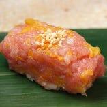 大人気の『トロタク』。トロとタクワンの絶妙な味わい