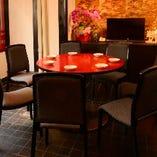 中華といえば円卓! テーブルを囲み、みんなで美味しい料理を