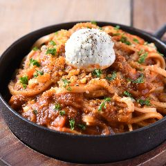 粗挽き肉とクリームチーズの濃厚トマトパスタ