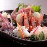 お刺身は、産直品か築地直送で、天然物のみ使用しております。