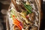 オリジナルの豆乳胡麻味味噌鍋です。黒胡麻鍋は胡麻の香りとコクが強く、白胡麻は豆乳の味がより出ます。他では食べられないオリジナルのお鍋です。調理方法はもちろん企業秘密です!