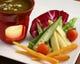 季節野菜はアンチョビ香るバーニャカウダソースにつけて