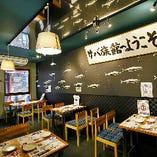 〈2階 テーブル席〉ここはサバ水族館!お客サバも鯖気分で宴会を楽しみましょう♪