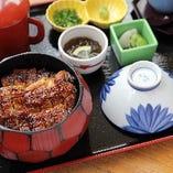 ひつまぶし【並】 薬味一式、小鉢、香の物、吸物、茶碗蒸し付