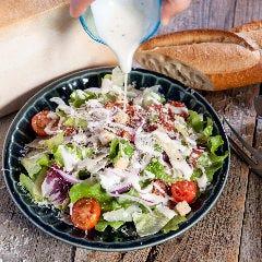 彩り野菜とパルメジャーノレジャーノのシーザーサラダ