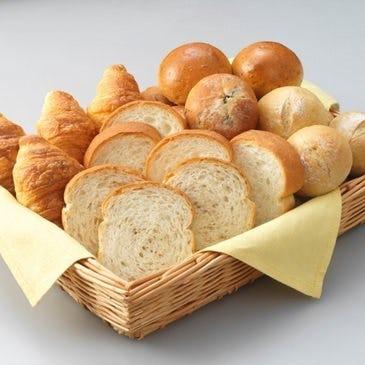 大好評の手作りパン食べ放題!