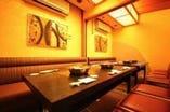 洋風テーブル個室2部屋有。 繋げれば12名位の個室に!