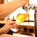 ビール、ハイボール、キンキンに冷やしています。ワインも充実。