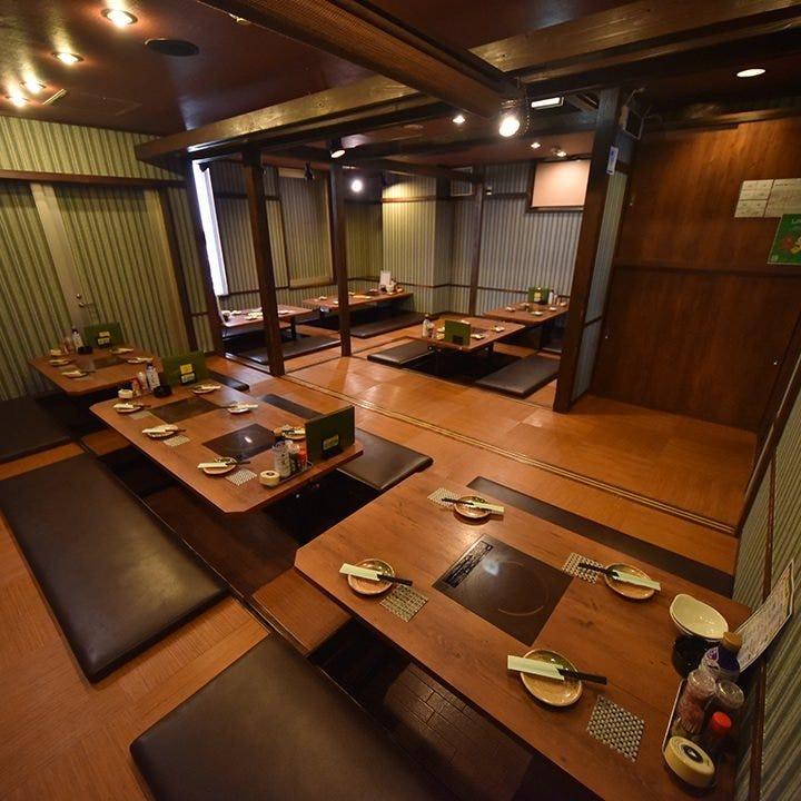 人数に応じたテーブル席や掘りごたつ席個室等のお席がございます