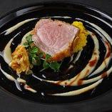 《メイン/肉料理》フランス産くり豚のカツレツ キャベツとバルサミコのソース ~とんかつを模して ~