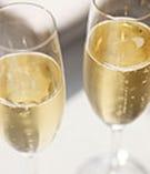 期間限定のシャンパーニュやソムリエが厳撰するワインなども充実