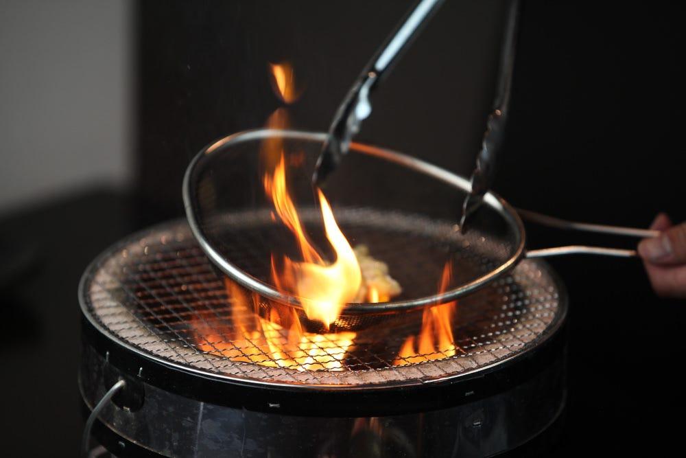当店自慢の料理「ザル焼」