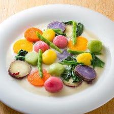 彩り豊かなもちもち野菜ニョッキ