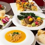 こだわりの野菜料理と、旬の新鮮魚介や品質を吟味した肉を使用したメイン料理を味わえるコースをご用意