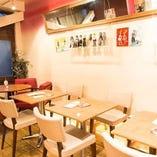 【女子会・飲み会にも◎】おしゃれな雰囲気のテーブル席。各種ご利用シーンに最適★